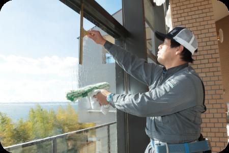 窓掃除を行うことで、光の差し込みが良くなります。