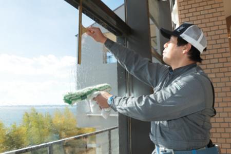 窓ガラスの掃除も丁寧に行います。